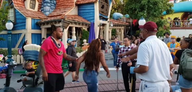 Brutal pelea en pleno Disney es viral