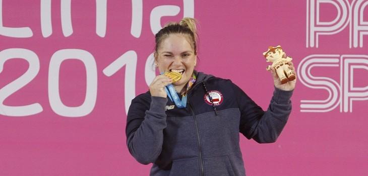 La pesista chilena Maria Fernanda Valdez, gana medalla de oro después de competir en el levantamiento de pesas de 87 KG para mujeres en el centro deportivo Escuela Militar de Chorrillos en los Juegos Panamericanos Lima 2019.