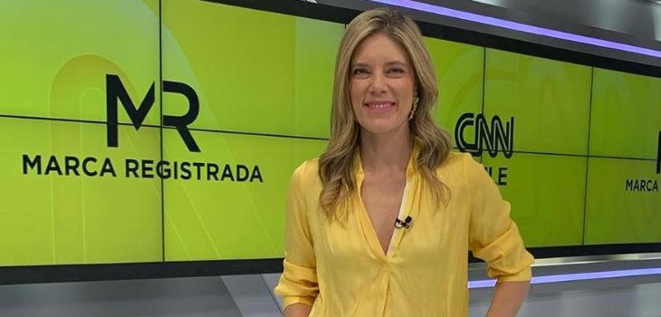Mónica Rincón y el uso de zapatillas en noticiero