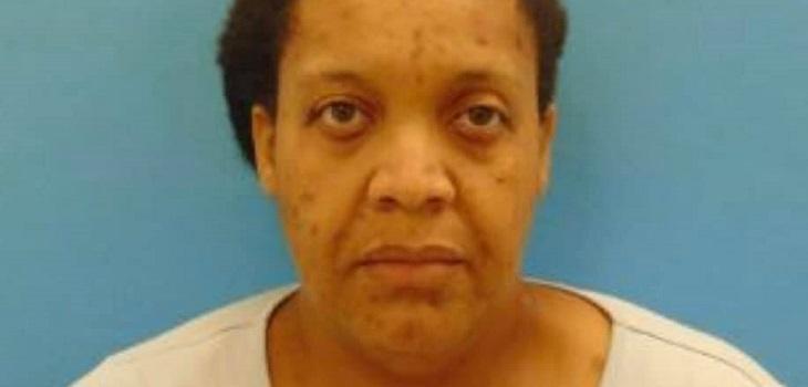 mujer obligó a hija a vivir con abuela muerta