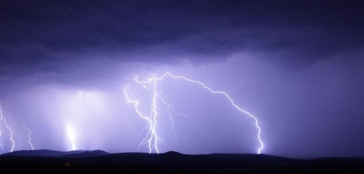 meteorología advierte posibles tormentas eléctricas para cinco regiones del país