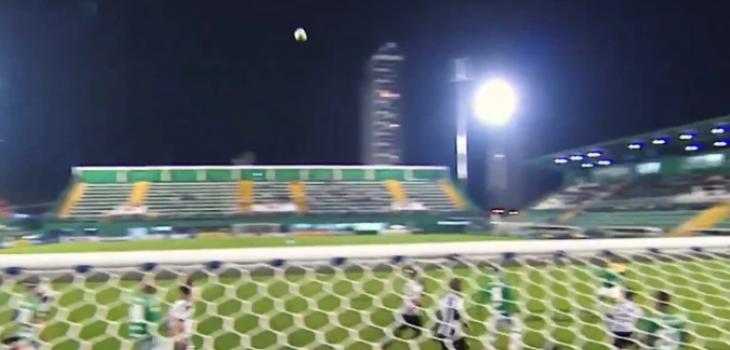 Pelota hace extraño movimiento en partido de Chapecoense y se convierte en viral