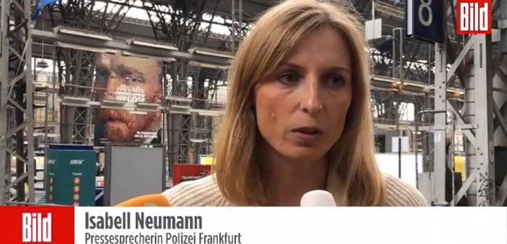 Isabell Neumann, portazos de la polícia