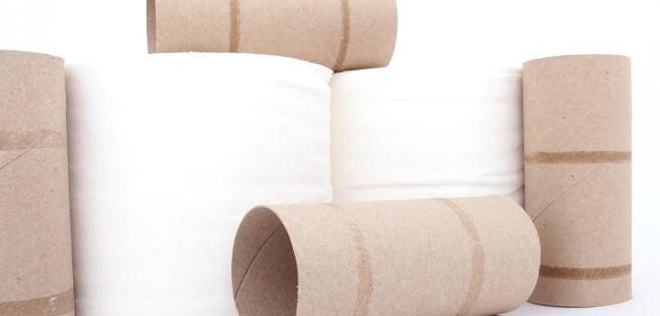 Discusión sobre cómo posicionar el papel higiénico