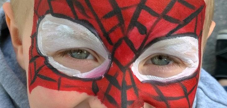 padre no pudo enterrar a hijo con lápida de SpiderMan