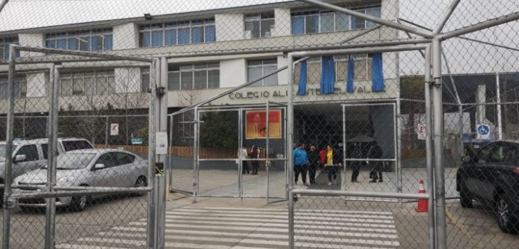 Seremi de Salud investiga posible reutilización de jeringa en vacunación en colegio de Puente Alto