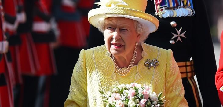 La situación que más le disgusta a la reina Isabel y que a veces no puede evitar