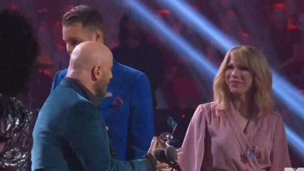 John Travolta sufrió fail en vivo en los MTV VMA