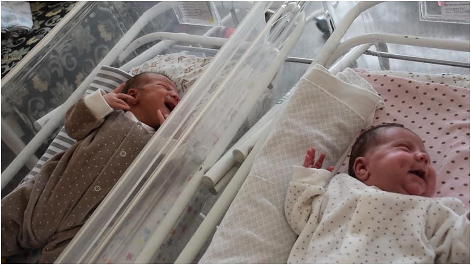 Mujer da a luz a dos bebes en menos de un año