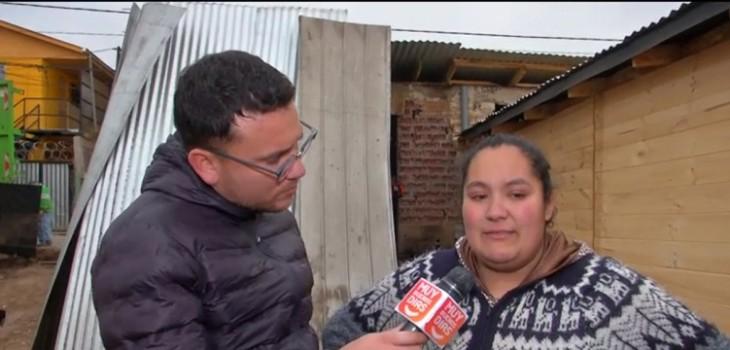 Familia vive en un baño luego de que su casa fuera consumida por un incendio