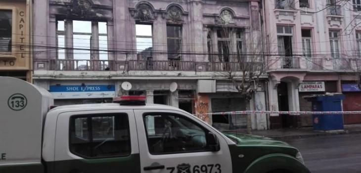 Incendio en Valparaíso dejó más de 20 locales afectados