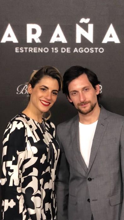 """Carmen Zabala deslumbró junto a su esposo en avant premiere de """"Araña"""""""