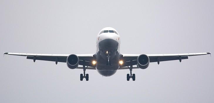 avion ateriza de emeregencia ayuda de pasajero