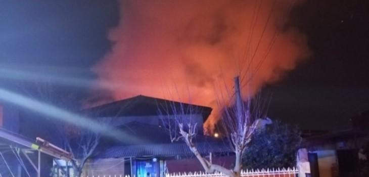 Confirman 4 muertos por incendio que destruyó varias viviendas y dejó 40 afectados en Peñalolén