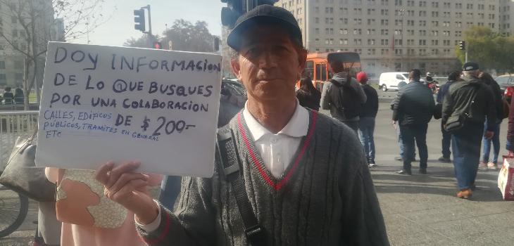Fotógrafo responde preguntas a cambio de 200 pesos