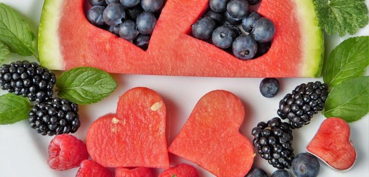 4.Come tres piezas de fruta al día