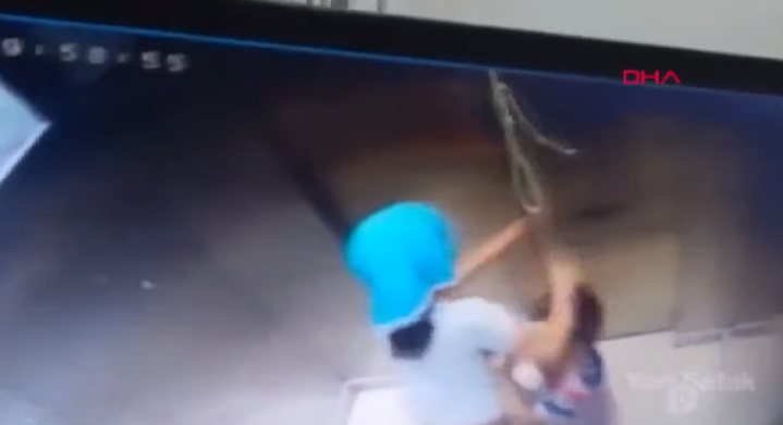 Viralizan impactante momento en que niña salvó a su hermano de morir ahorcado en un ascensor