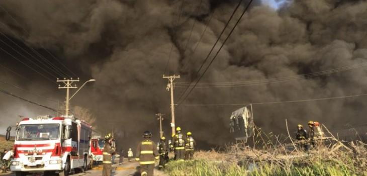 Las impactantes imágenes que ha dejado gigantesco incendio en zona sur de Santiago