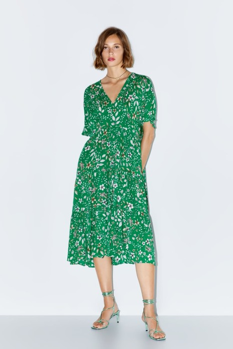 El estilo de vestido que arrasa entre las figuras de la realeza y que podrías conseguir en varias tiendas