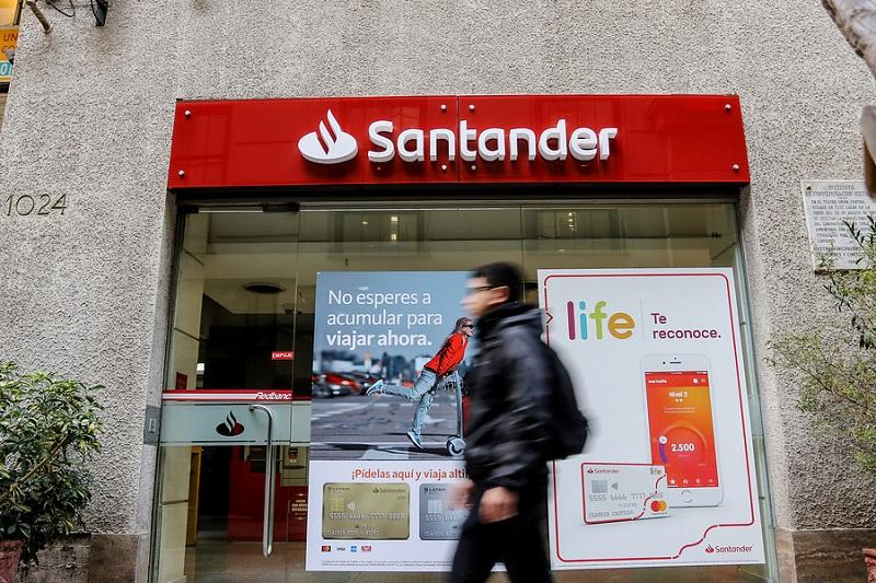 Banco Santander compensará a 36 mil consumidores afectados por cobros en líneas de sobregiro