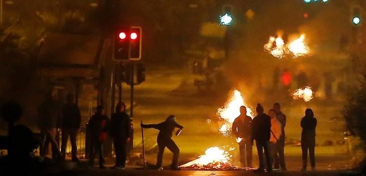 Manifestaciones en 11 de septiembre deja dos carabineros con lesiones y barricadas en Santiago
