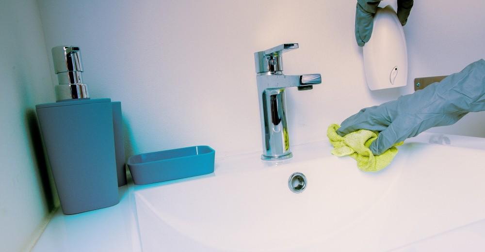 expertos detallan por qué no debes mezclar lavalozas con cloro