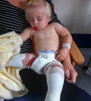 Daisy-May Demetre bebé después de la operación