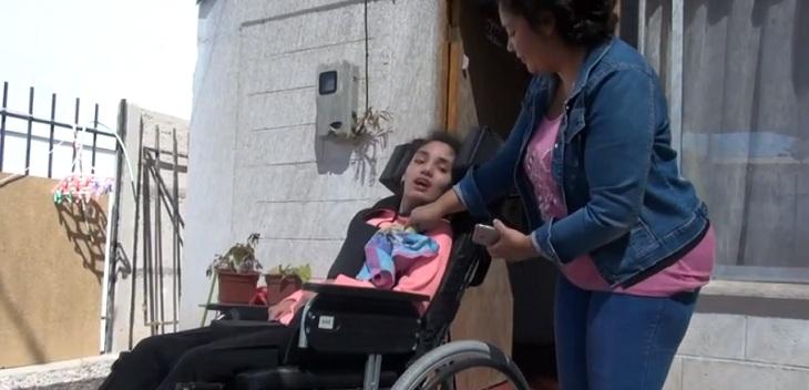 roban silla de ruedas neurologica a joven en vallenar