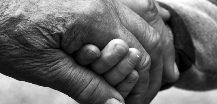 Mujer de 73 años dio a luz a gemelos