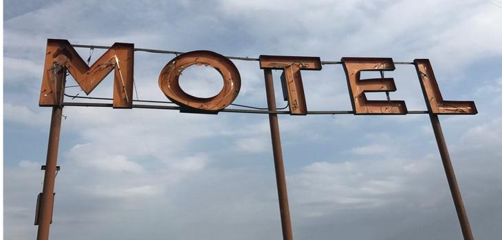 Hombre fue encontrado muerto en motel de San Bernardo: se descartó consumo de cianur
