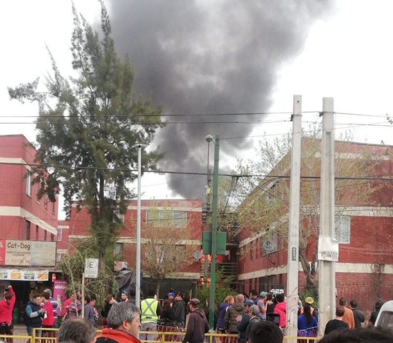 Reportan caída de una avioneta sobre una casa en la comuna de El Bosque