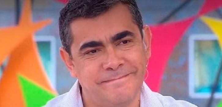 Periodista de TVN Carlos López recibió perdigón cuando cubría las protestas: siguió reporteando