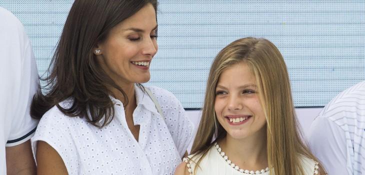 Infanta Sofía se lució en evento con pantalones 'low cost' que son tendencia: se venden en Chile