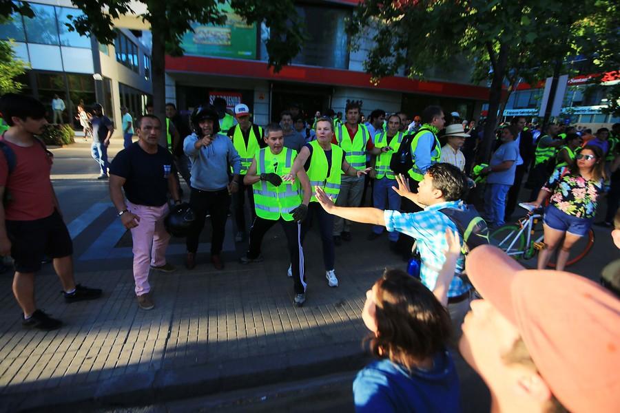 Directo: Los 'chalecos amarillos' vuelven a Francia en su aniversario