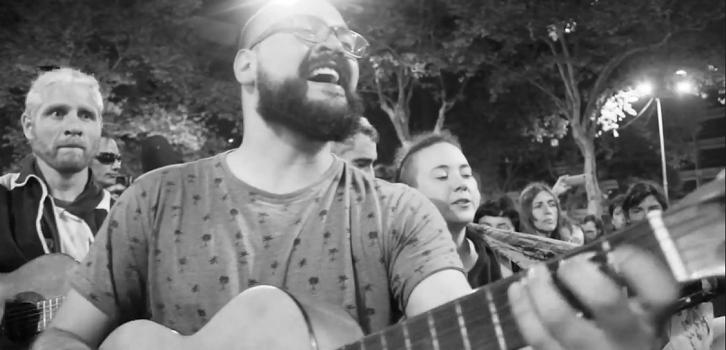 Cantan el baile de los que sobran en Uruguay en apoyo a demandas chilenas