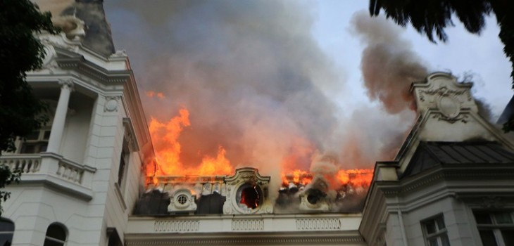 Tres detenidos por incendio que afectó a sede de UPV en Providencia: cámaras registraron el momento - Página 7