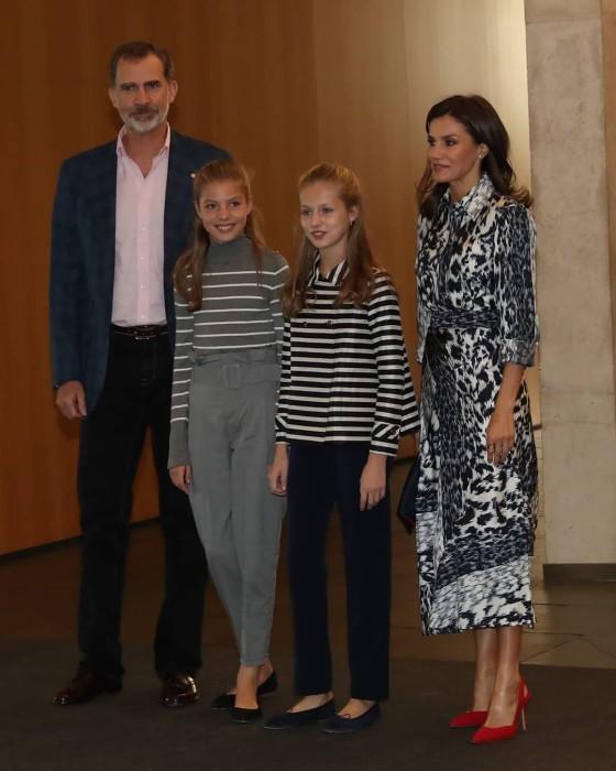 Infanta Sofía se lució en evento con pantalones 'low cost' que son tendencia: también están en Chile