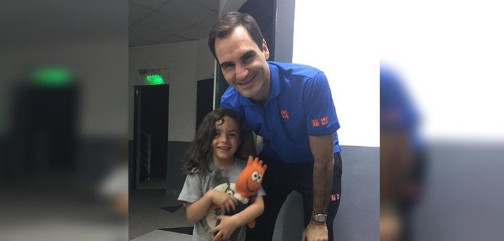La reacción de una niña al conseguir el autógrafo de Federer en Chile es lo más tierno que verás hoy