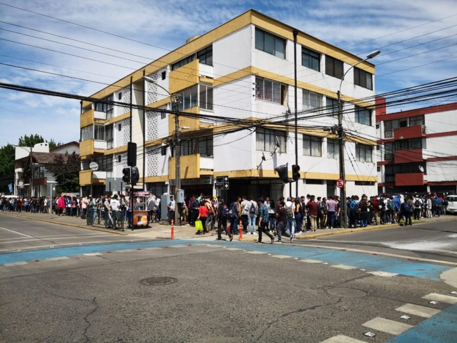 Fila en Temuco | Hugo Oviedo (RBB)