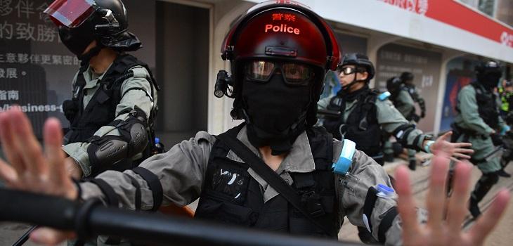 manifestante de hong kong se casa con policía
