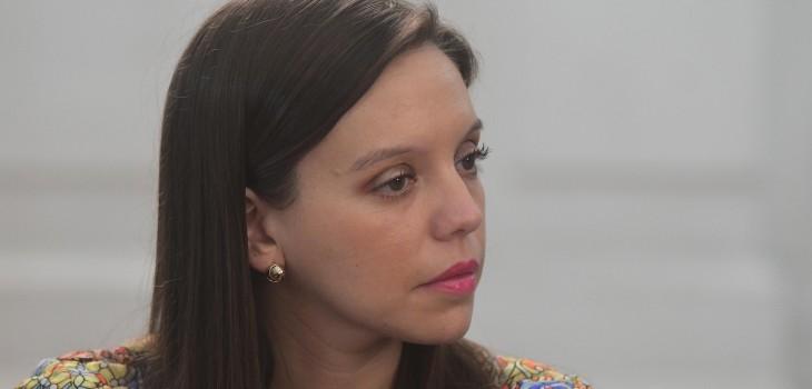 Camila Flores se defiende luego que exchofer la acusara de humillarlo: