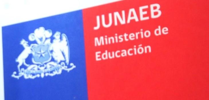 Alumnos se enteran en ceremonia que Junaeb no entregaría los computadores que les habían prometido