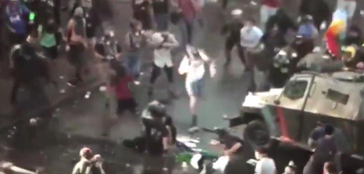 Manifestante sufrió brutal atropello en la Alameda