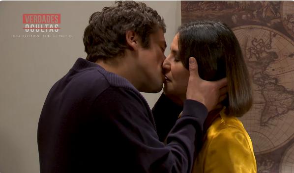 Eliana y Tomás besándose