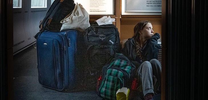 greta thunberg viajando en tren