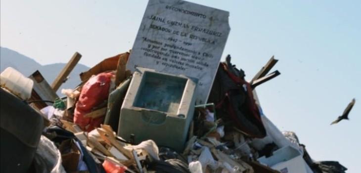 UDI presentó querella por aparición de placa en memoria de Jaime Guzmán en basural de Antofagasta