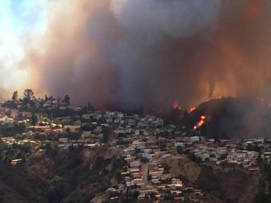 Presidente de Chile lamenta los incendios forestales en Valparaíso en Nochebuena