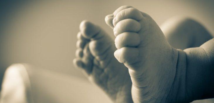 Levantan orden de alejamiento a padres de recién nacido por denuncia de abuso sexual desestimada
