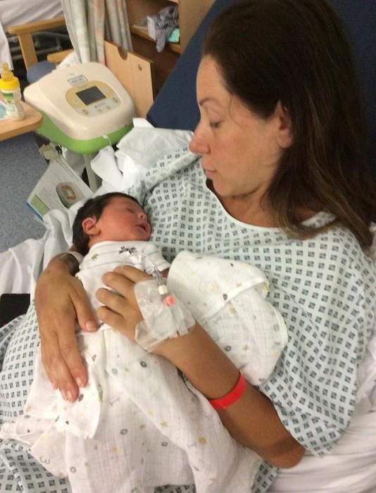 Sara Morris y su bebé Oscar