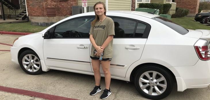 La mejor 'propina' de su vida: mesonera recibió un auto por parte de una pareja que atendió